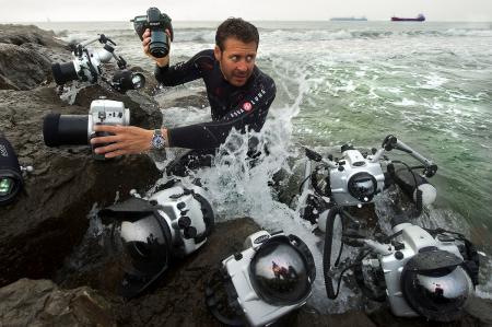 Le plongeur et naturaliste Laurent Ballesta et sa Blancpain Fifty Fathoms au poignet