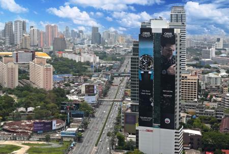 L'affiche Oris Aquis Depth Gauge à Bangkok sera vue par environ 16 millions de personnes.