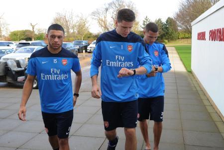 Les joueurs d'Arsenal Alex Oxlade-Chamberlain, Wojciech Szczesny et Kieran Gibbs