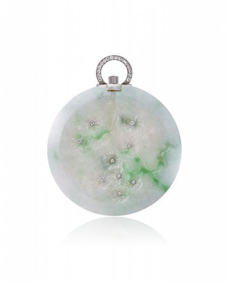 Asie 1924 - Montre de poche, or jaune 18K, boîte en jade gravure glyptique en creux représentant des fleurs de cerisiers, diamants taille rose. Cadran émail. N°10944