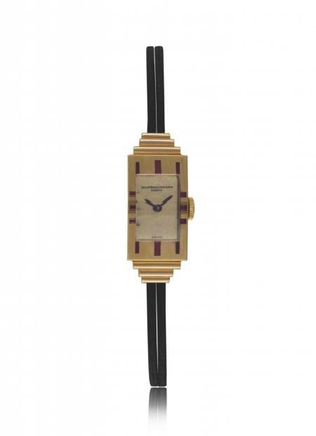 Art Déco 1939 - Montre-bracelet dame, or rouge 18K, rubis baguettes et carrés. Cadran doré poli, bracelet double cordon. N° 11087