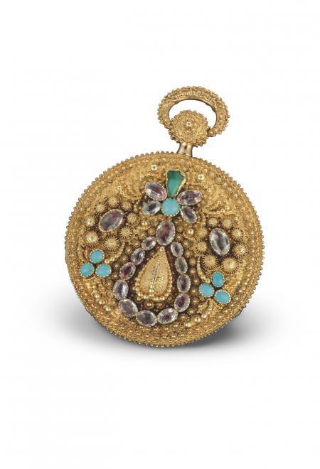 Ottoman 1824 - Montre de poche, or rose, boîte ciselée décor floral et appliques en ramolayé, rehaussée de turquoises et d'améthystes. Cadran or rose. N°11110