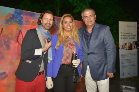 Yann Borgstedt tenant à la main la Hublot Classic Fusion Chrono Aero Womanity, Panmela Castro et Ricardo Guadalupe