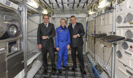 Jean-Claude Monachon, vice-président d'OMEGA, l'astronaute Jean-François Clervoy et Stephen Urquhart, président d'OMEGA