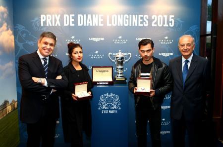 Juan-Carlos Capelli et Bertrand Bélinguier, avec Nili Hadida et Benjamin Guimard du groupe Lilly Wood and the Pricks, qui ouvrira l'édition 2015 du Prix de Diane Longines par un concert