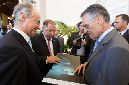 Son Excellence le Président de la République portugaise Prof. Aníbal Cavaco Silva recevant l'édition de collection Blancpain