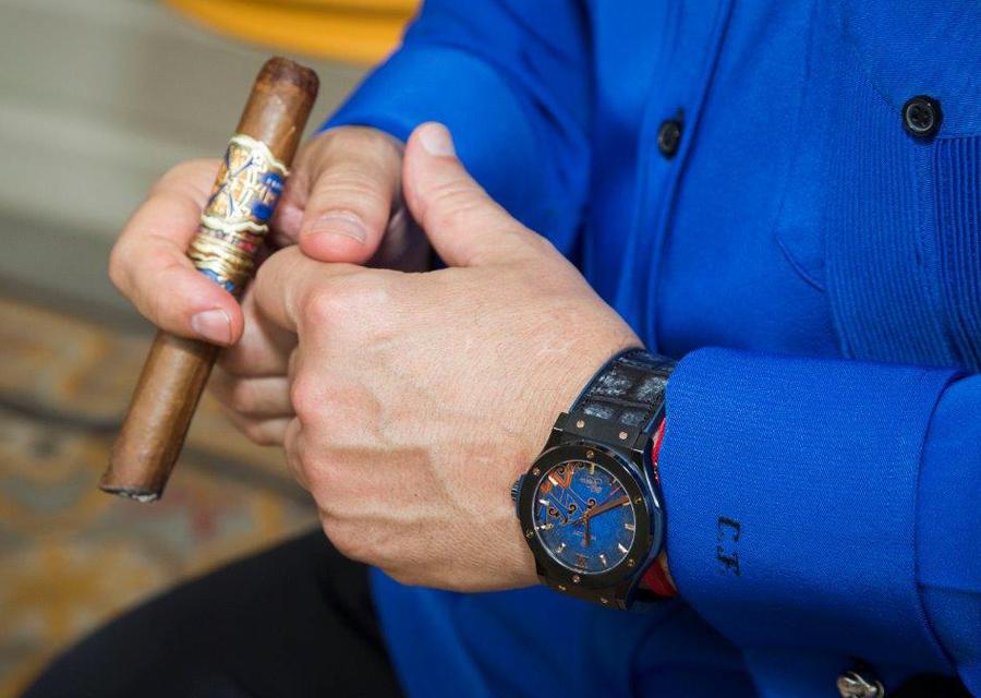 La nouvelle édition limitée de la Classic Fusion au poignet de Carlito Fuente, CEO d'Arturo Fuente