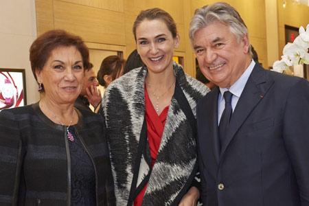 Au centre, Coralie de Fontenay directrice générale de Cartier France
