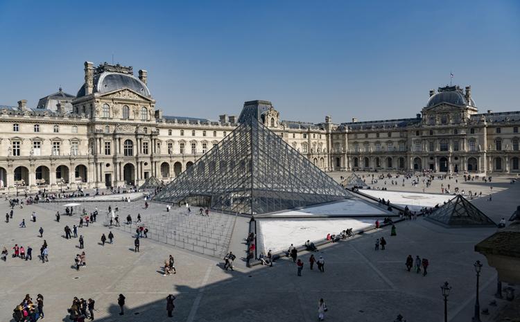 Le Musée du Louvre vu du ciel - © 2009 Yann Arthus-Bertrand