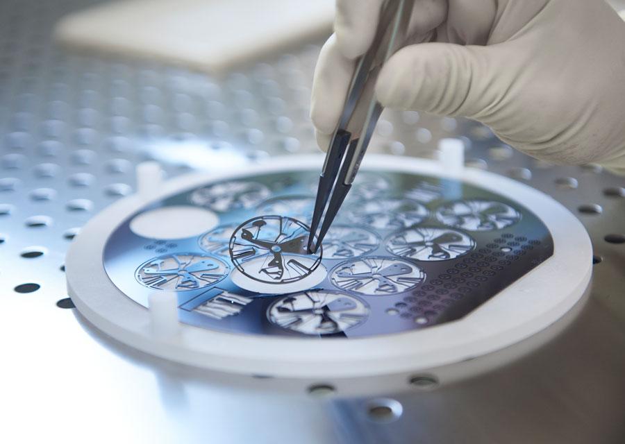 Oscillateur Zenith découpé dans une plaque (wafer) de silicium monocristallin