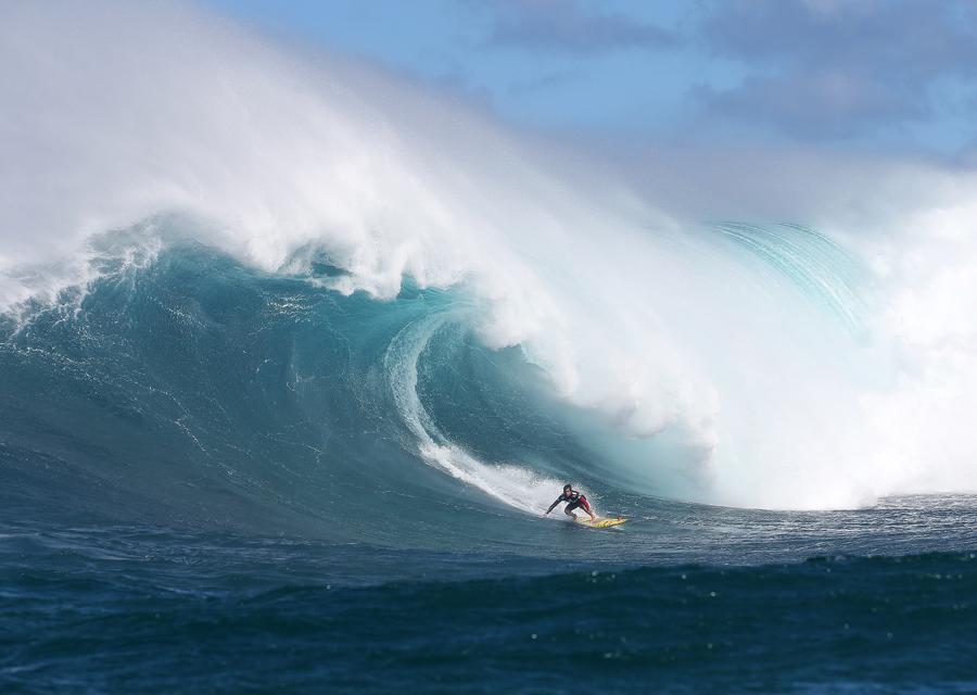 TAG Heuer lance aujourd'hui la nouvelle saison de surf du Big Wave Tour
