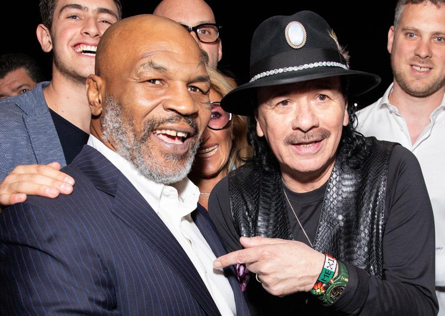 L'ancien champion de boxe Mike Tyson avec le musicien et guitariste de légende Carlos Santana