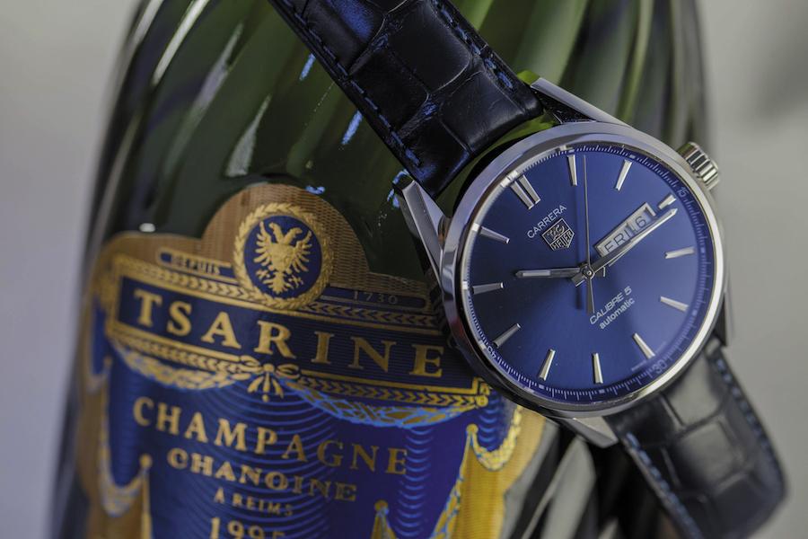 Montre TAG HEUER Carrera Day-Date - Acier - Cadran bleu, satiné soleil - Mouvement automatique Calibre 5 - Bracelet alligator bleu