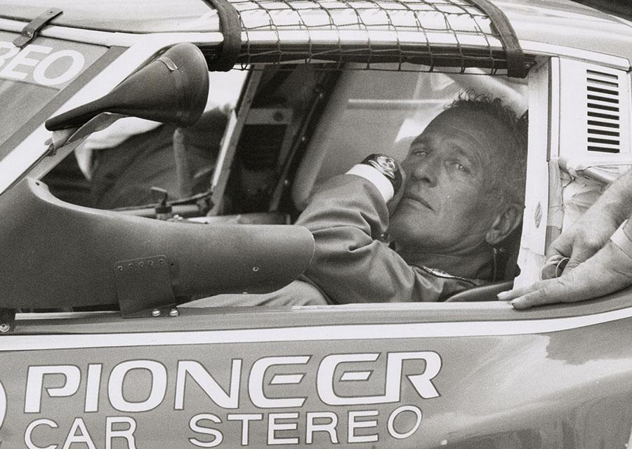 Paul Newman, star d'Hollywood et pilote émérite, toujours avec sa Rolex Daytona - RonGalella/GettyImages