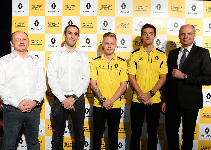 Carlos Rosillo avec les pilotes Jolyon Palmer et Kevin Magnussen