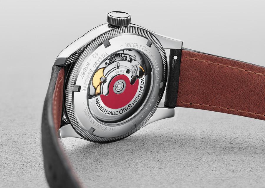 Le mouvement automatique de la Big Crown Pointer Date est visible au dos de la montre