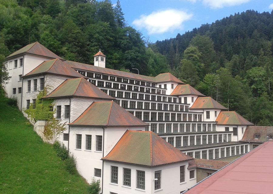 Le bâtiment en terrasses de Schramberg aujourd'hui