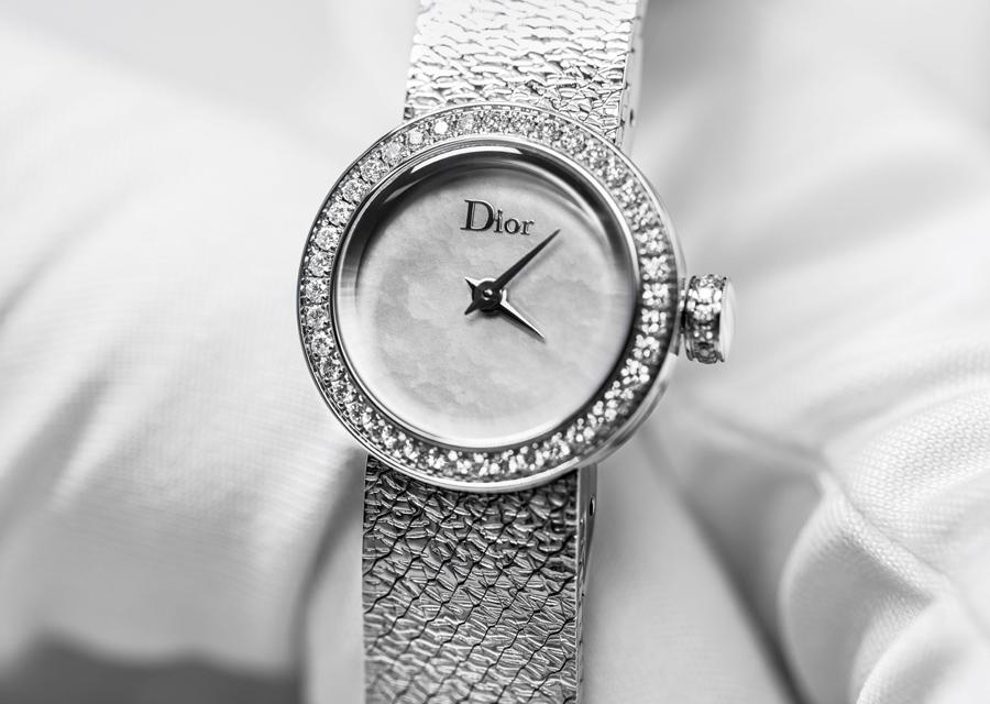 La D de Dior a été conçue comme un ruban de métal