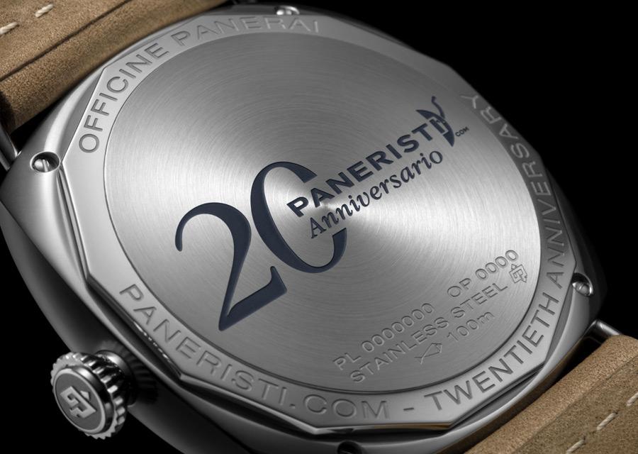 Le verso du boîtier célèbre aussi le 20ème anniversaire de la communauté Paneristi.com