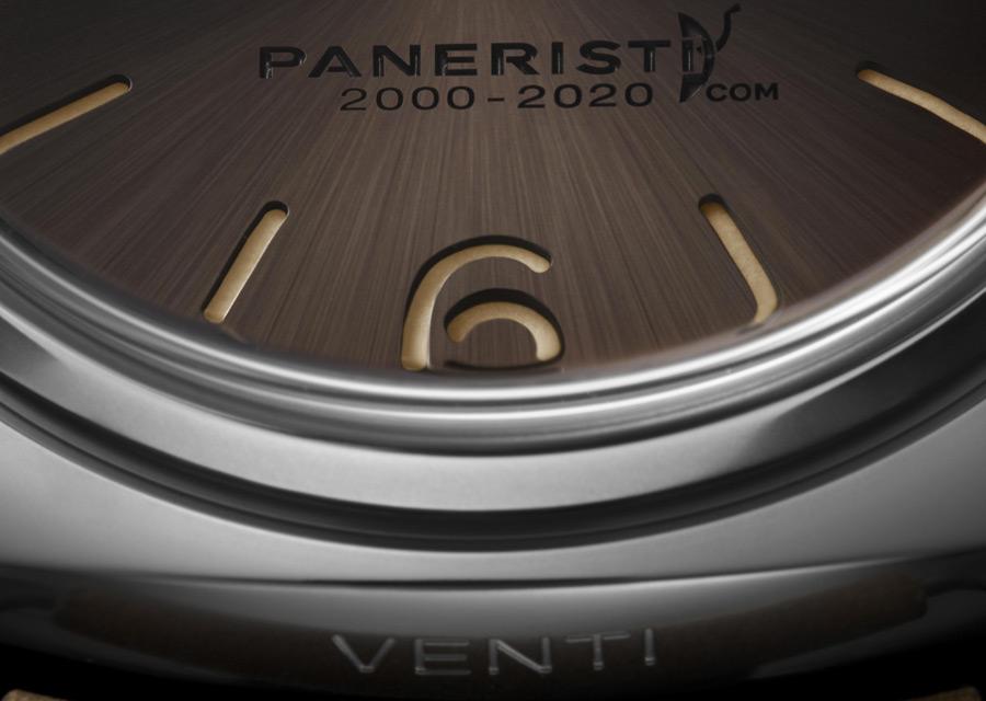 La montre est discrètement gravée sur la carrure à 6h.