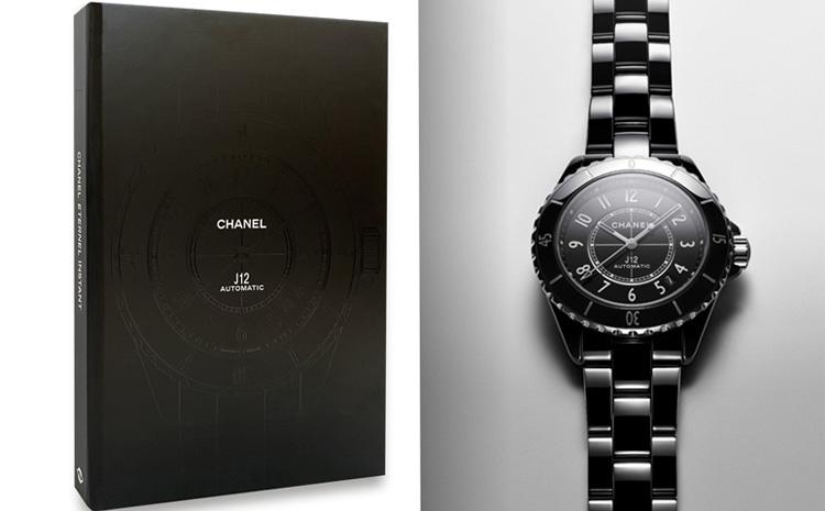 Le livre de l'emblématique J12 de Chanel