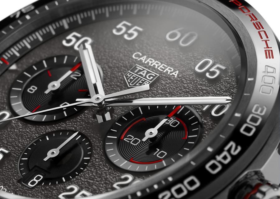 "Le Chronographe TAG Heuer Carrera Porsche arbore un magnifique cadran en relief motif ""asphalte"""