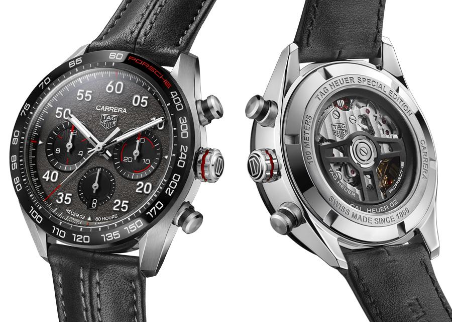 Sur le chronographe TAG Heuer Carrera Porsche, le calibre Heuer est visible au dos et possède un rotor en forme de volant Porsche