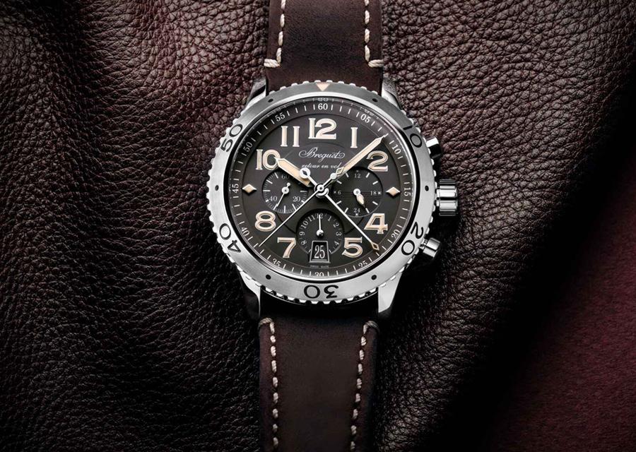 Le modèle Type XXI 3817 de Breguet indique les secondes et les minutes de chronographe au centre