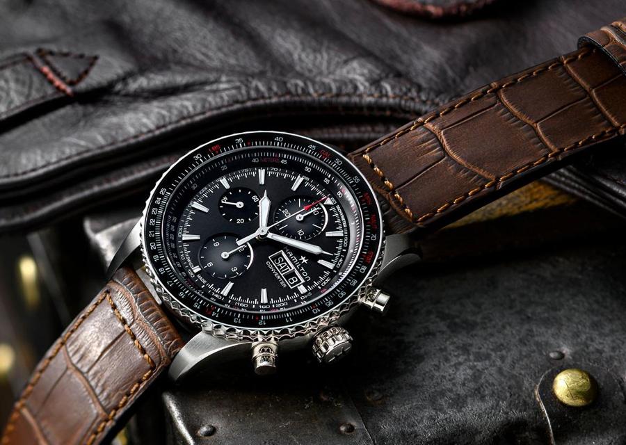 Chez Hamilton, le chronographe Khaki Aviation Converter Auto Chrono est une véritable montre-outil