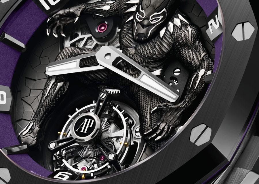 La Royal Oak Concept Black Panther Tourbillon Volant est régulée par un
