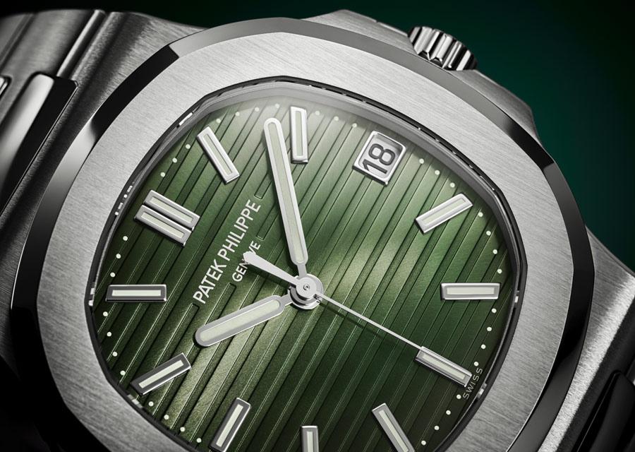 Une belle montre verte chez Patek Philippe avec la Nautilus qui écrit sa légende depuis 1976