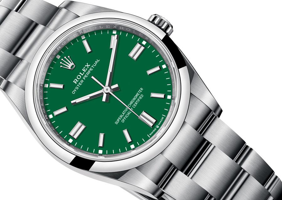 Chez Rolex, l'Oyster Perpetual  en 36 mm diamètre s'habille d'un cadran laqué vert