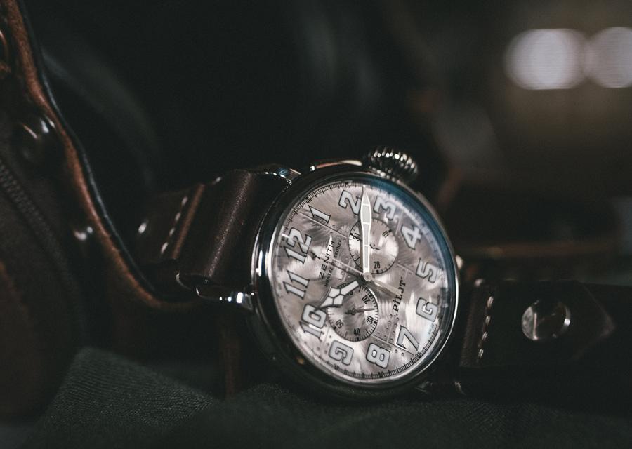 Les montres Pilot Type 20 sont se reconnaissent à leur couronne oignon et leurs aiguilles de style cathédrale