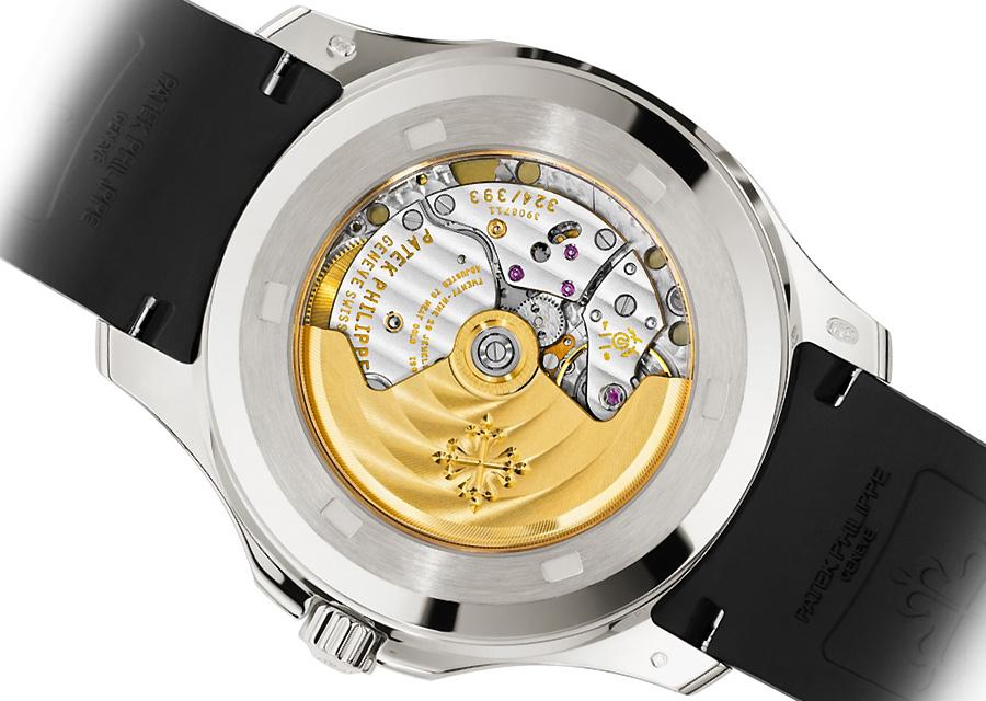 Cette montre Patek Philippe Aquanaut automatique en acier s'adresse aux hommes