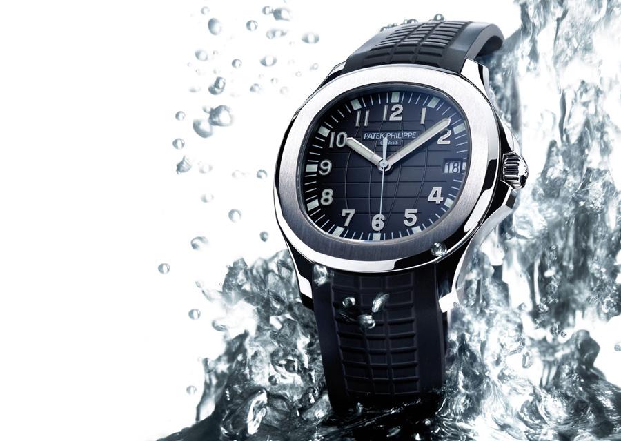 Patek Philippe Aquanaut automatique arc cadran et bracelet noirs