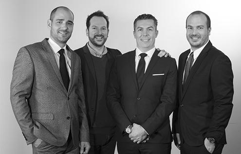 Mathieu et Maxime Herbelin, petits-fils du fondateur, entourent les deux membres de cœur de la «famille Herbelin»: Cédric Gomez-Montiel et Benjamin Theurillat.