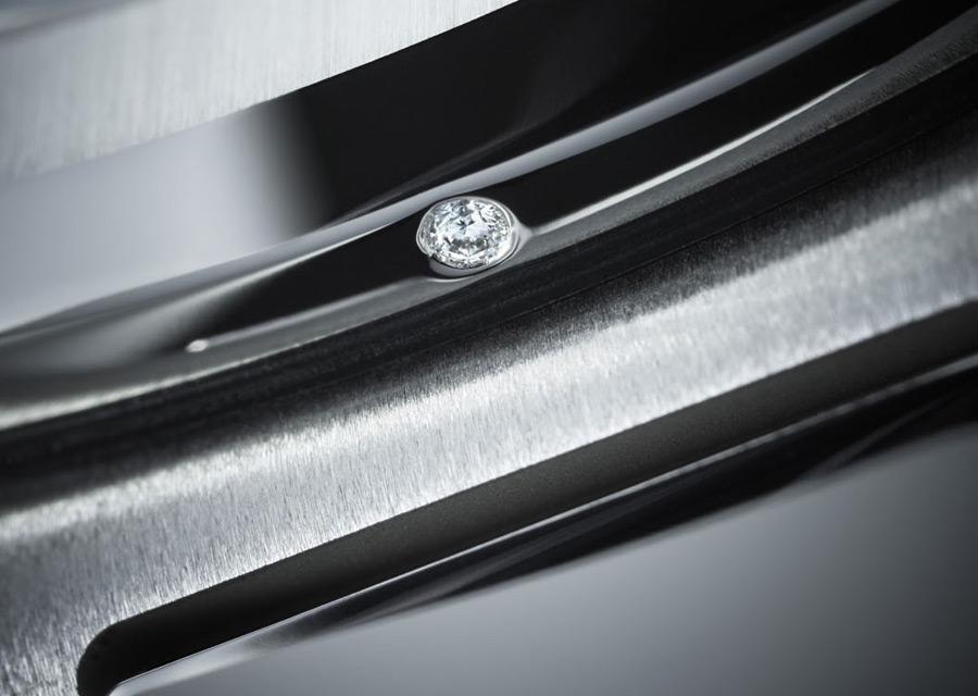 Patek Philippe Nautilus - Détails du diamants serti sur la carrure de l'édition anniversaire en platine 950