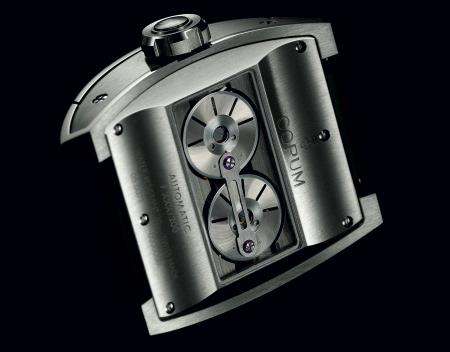 La Ti-Bridge Automatic Dual Winder de Corum. Côté fond.